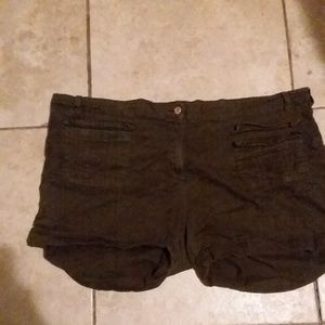 Women's Label Be Shorts size 22